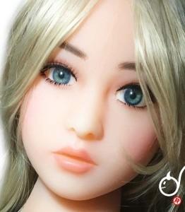 poupée érotique Suri